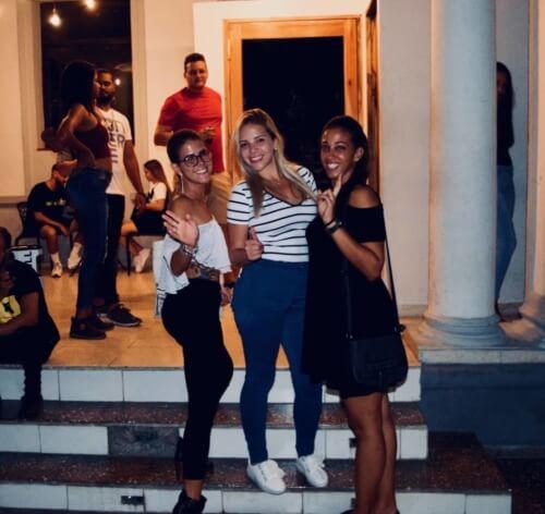 Funny firls Havana Party Pub Crawl